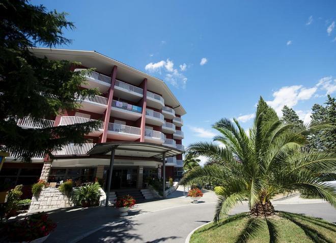 Отель «San-Simon Resort»