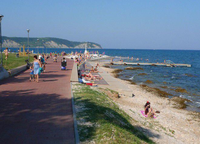Центральный пляж Изолы