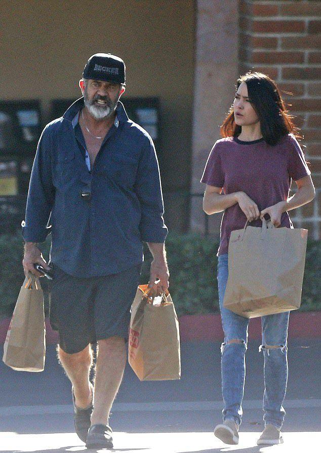 Мел Гибсон вместе с Розалиндой Росс возвращался из магазина