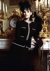 črna jakna Chanel