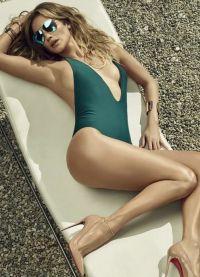 Дженнифер Лопес на пляже