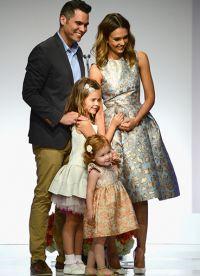 Джессика Альба с семьей на вручении награды