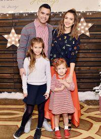 Джессика Альба и Кэш Уоррен с дочерьми Онор и Хэвен