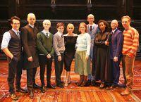 Джоан Роулинг с актерами спектакля «Гарри Поттер и проклятое дитя»