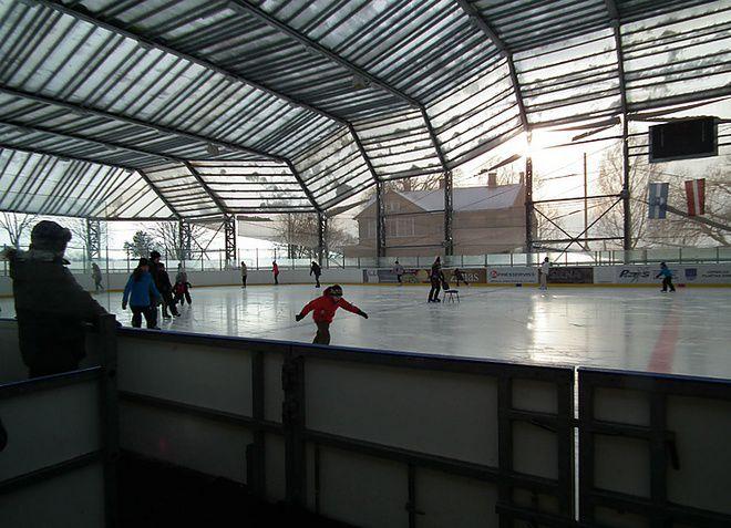 Ледовый холл в Майори