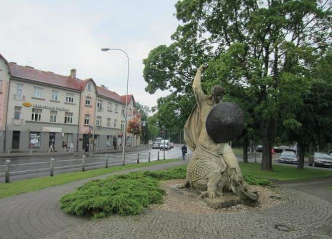 Скульптура «Лачплесис, повергающий Змея»