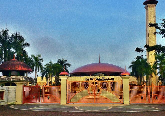 Одна из крупнейших мечетей Индонезии в Банджармасине