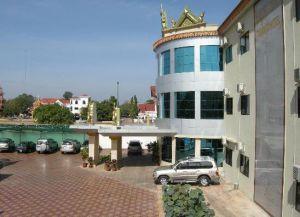 Вход в отель 7 Makara