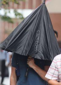 Актер под зонтом