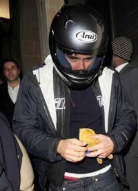 Орландо Блум в шлеме