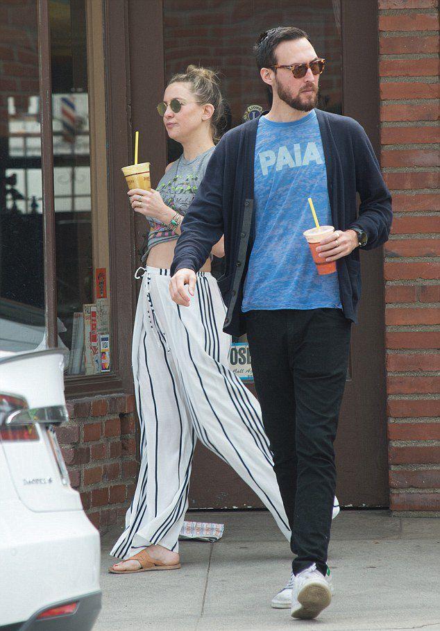 Кейт Хадсон и Дэнни Фудзикава купили смузи в кафе Cafe Vida