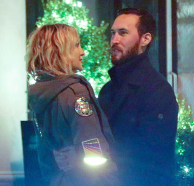 Кейт Хадсон со своим новым бойфрендом на прогулке в Нью-Йорке