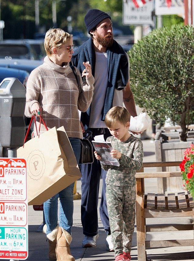 Кейт Хадсон с бойфрендом Дэнни Фудзикавой и младшим сыном