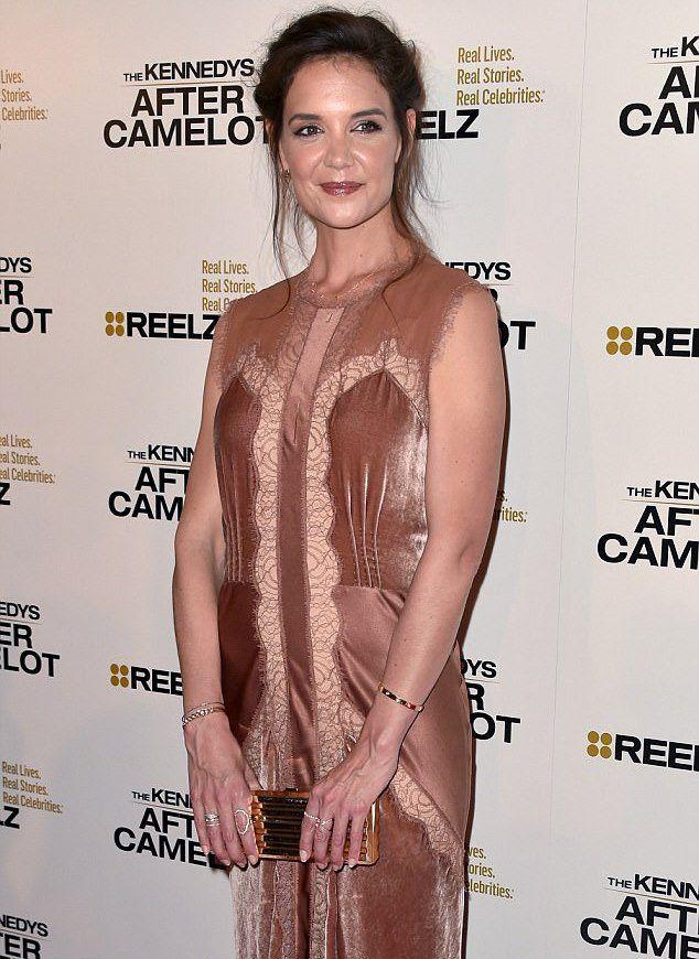 Кэти Холмс в платье Alberta Ferretti на красной дорожке