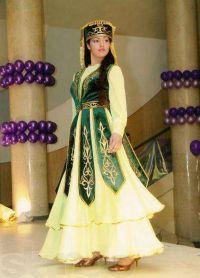 Казахстанска национална одећа 4