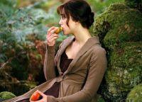 В фильме Гордость и предубеждение Кире также пришлось играть роль девушки с желе