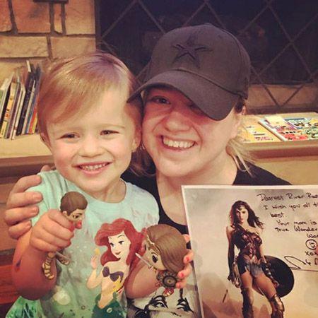 Келли Кларксон с дочерью