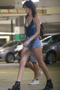 Кендалл Дженнер спешит на свидание в ресторан Ysabel в Голливуде