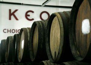 Бочки с вином на заводе КЕО