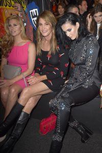 Кейтлин Дженнер и Кэти Перри на шоу сели рядом