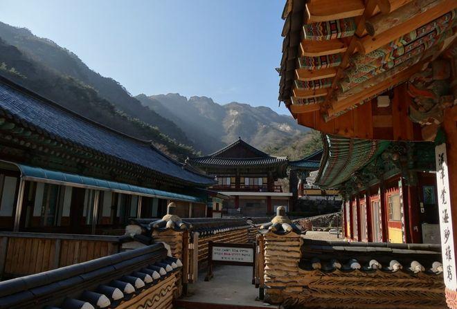 Храм Дунхакса на горе Керёнсан