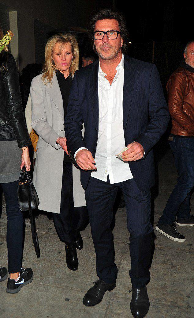 Ким Бейсингер на романтическом свидании с давним бойфрендом Митчем Стоуном
