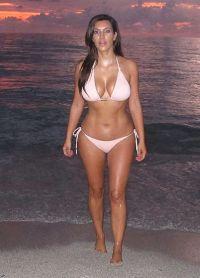 Ким Кардасхиан у купаћи костиме3