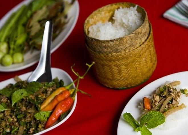 Салат «Там мак хунг» и клейкий рис