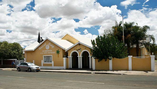 Отель Central Lodge в Китмансхупе