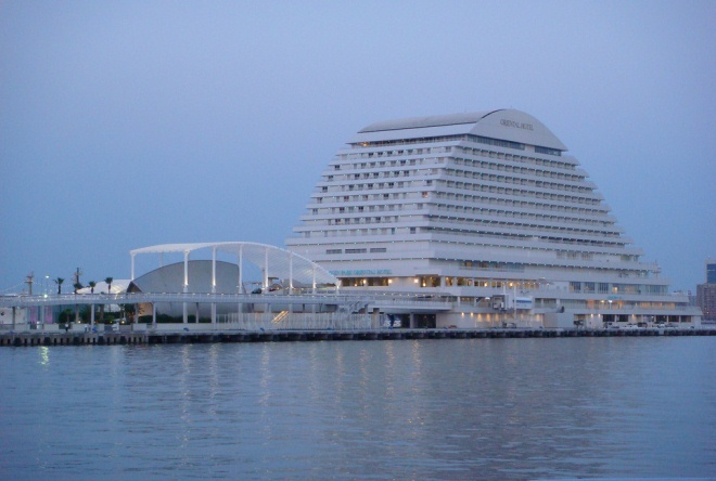 Отель Kobe Meriken Park Oriental