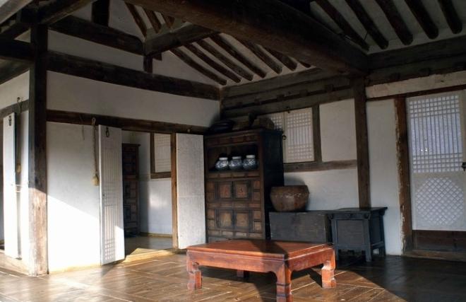 Общая комната в доме зажиточного корейца
