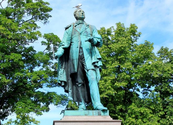 Памятник Хенрику Вергеланну