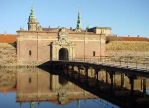 Мост, ведущий к замку Кронборг
