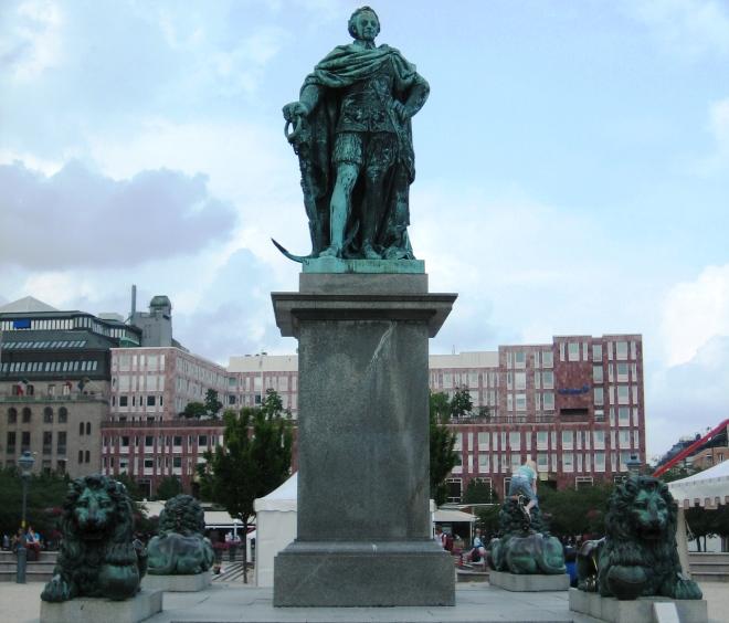 Памятник Карлу XIII