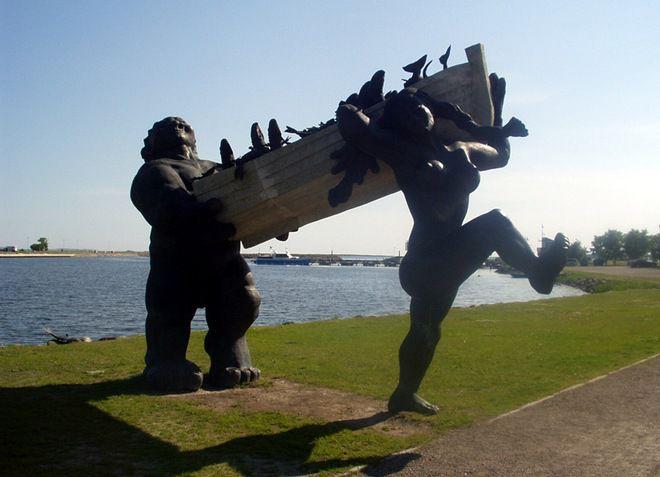 Скульптурная композиция «Большой Тылль и Пирет»