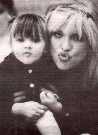 Кортни Лав с маленькой дочерью