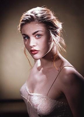 Фрэнсис Бин Кобейн должна была исполнить роль Алисы в стране чудес в фильме Тима