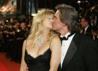 Нежный поцелуй по-настоящему любящей пары