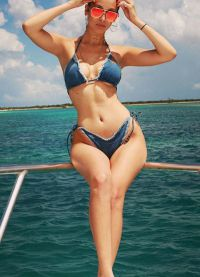 Кайли Дженнер демонстирирует роскошную фигуру