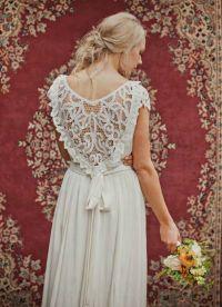 Krajkové šaty s otevřenou zádí 3