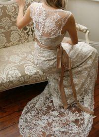 Krajkové šaty s otevřenou zádí 5