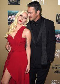 Тейлор Кинни и Леди Гага на официальном мероприятии