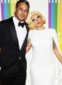 14 февраля 2015 Тейлор Кинни сделал Леди Гага предложение
