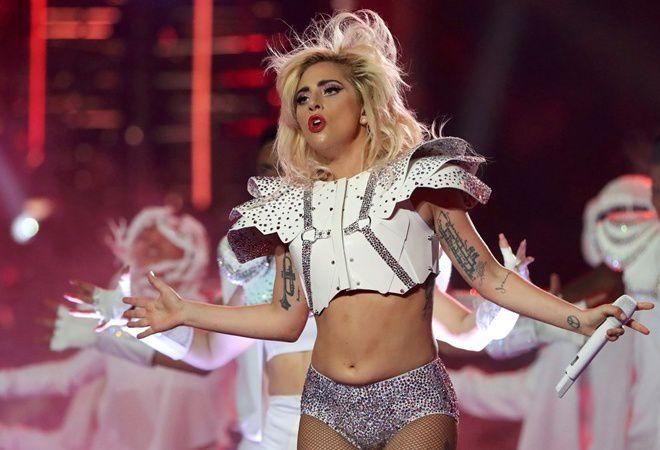Леди Гага борется с фибромиалгией