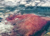 Вид из самолета на озеро