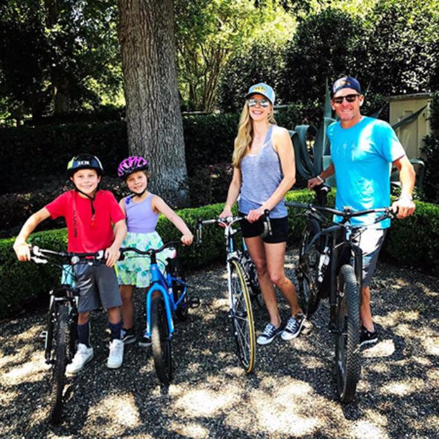 Армстронг и Хансен с дочерью и сыном