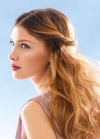 прическа големи къдрици за дълга коса 9