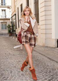 kako se deklica uči, da se obleči elegantno 3