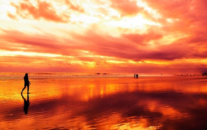 Закат на пляже Легиан