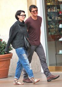 Лена Хиди на прогулке с Педро Паскалем